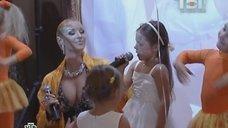 4. Анастасия Волочкова в платье с глубоким вырезом