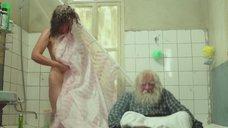 Екатерина Стриженова в душе за шторкой