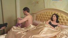3. Екатерина Стриженова в постели – Любовь и немного перца