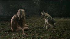 3. Полностью голая Марго Лурде в лесу – Обнажённая