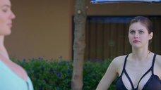 Грудастые Александра Даддарио и Кейт Аптон соревнуются в прыжках