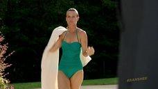 3. Таня Кларк в купальнике – Банши