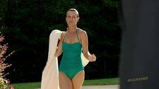 4. Таня Кларк в купальнике – Банши