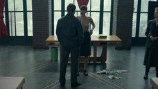 2. Голая Дженнифер Лоуренс раздвигает ноги в аудитории – Красный воробей
