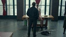 7. Голая Дженнифер Лоуренс раздвигает ноги в аудитории – Красный воробей