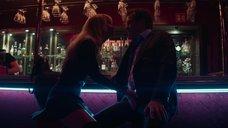 Соблазнительная Дженнифер Лоуренс в баре