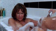 Клементин Селарье засветила голую грудь в ванне