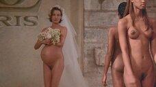 14. Полностью обнаженные Уте Лемпер и Ева Салвэйл на подиуме – Высокая мода