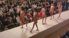 5. Полностью обнаженные Уте Лемпер и Ева Салвэйл на подиуме – Высокая мода