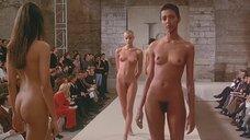 7. Полностью обнаженные Уте Лемпер и Ева Салвэйл на подиуме – Высокая мода