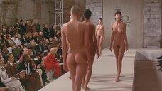 9. Полностью обнаженные Уте Лемпер и Ева Салвэйл на подиуме – Высокая мода