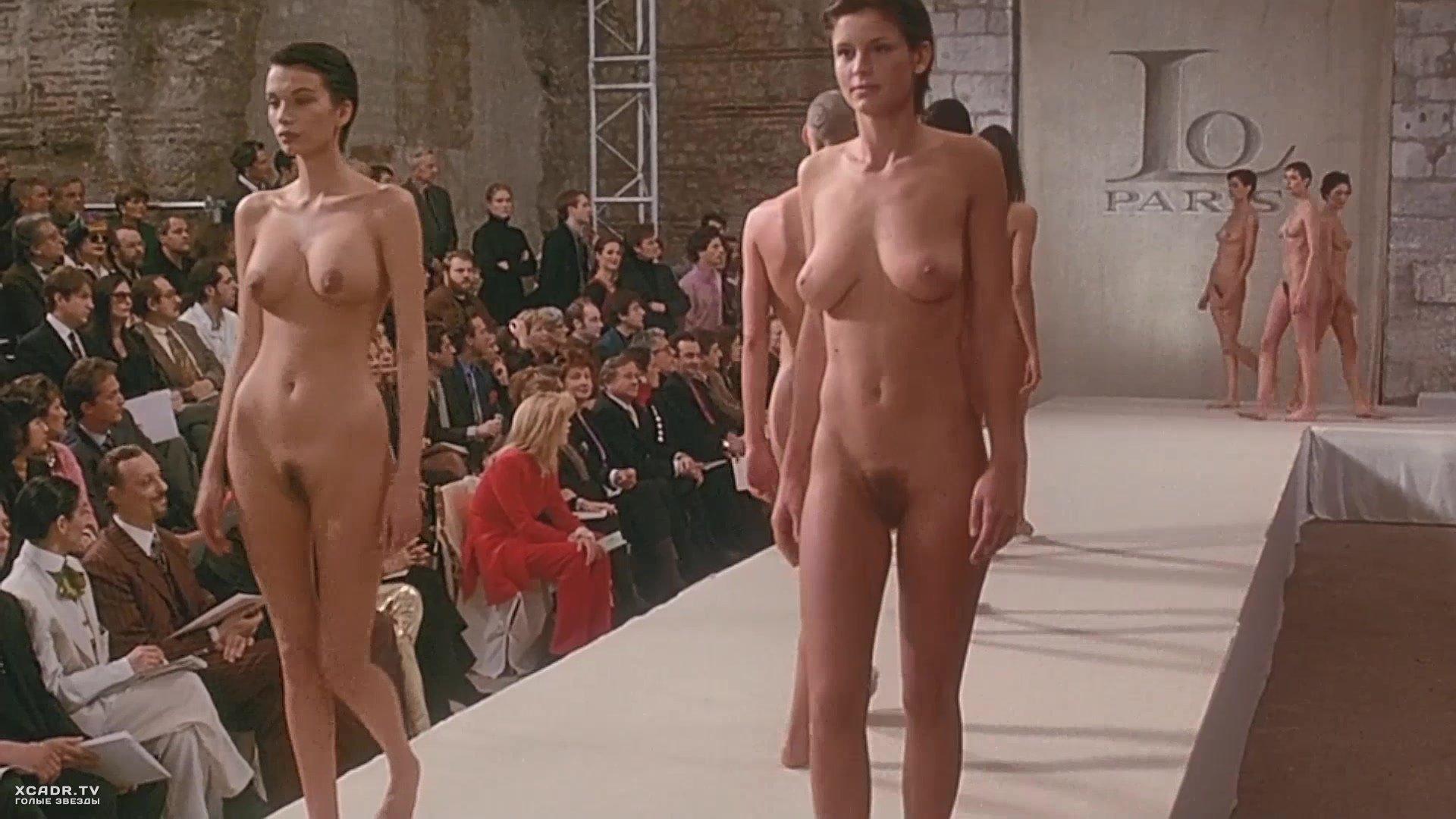 Эротика обнажённые на подиуме, Откровенная мода - Засветы на подиуме 16 фотография
