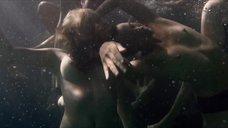 Голые женщины под водой
