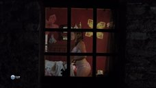 1. Парни рассматривают голую грудь Камиль Фенсии – Пансионат Борегар
