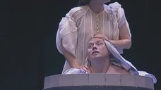 Екатерина Гусева без лифчика в спектакле «Царство отца и сына»