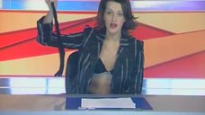 1. Анна Антонова раздевается в эфире новостей – Женская лига