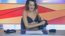 Анна Антонова раздевается в эфире новостей