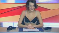 5. Анна Антонова раздевается в эфире новостей – Женская лига