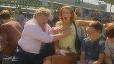 Анна Антонова дает потрогать себя за грудь