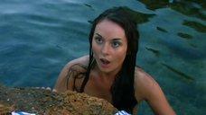 Екатерина Олькина топлесс купается в море