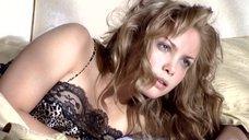 Татьяна Арнтгольц в ночной рубашке