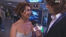 Аппетитные формы Жанны Фриске в передаче «Love Radio»