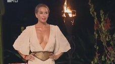 3. Глубокое декольте Жанны Фриске на шоу «Каникулы в Мексике»