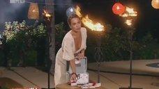 4. Глубокое декольте Жанны Фриске на шоу «Каникулы в Мексике»