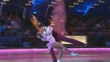 Соблазнительный тацен Жанны Фриске на льду