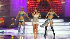 5. Жанна Фриске выступает в коротком платье