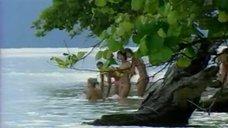 1. Жанна Фриске купается голой в шоу «Последний герой 4. Конец игры»