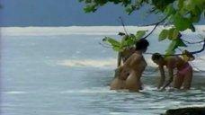 5. Жанна Фриске купается голой в шоу «Последний герой 4. Конец игры»