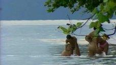 7. Жанна Фриске купается голой в шоу «Последний герой 4. Конец игры»