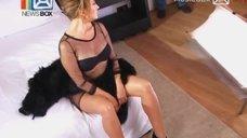 7. Соблазнительная Жанна Фриске на съёмках клипа «Ты рядом»