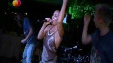 Жанна Фриске танцует без бюстгальтера