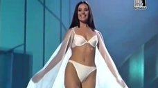 Оксана Фёдорова в белье на конкурсе «Мисс Вселенная 2002»
