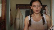 Юлия Пересильд в майке без лифчика
