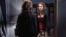 Любовь Толкалина в эротическом белье перед зеркалом