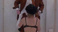 Хелен Миррен изменяет мужу в туалете