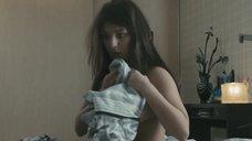 4. Анна Попова засветила голую грудь – Отец поневоле