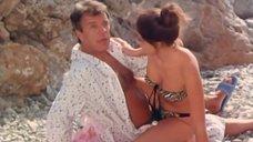 Молодая Ольга Кабо в купальнике веселится с любовником