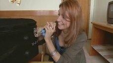Анастасия Макеева засветила голую грудь в передаче «Дневник фестиваля Кинотавр»