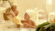 3. Моника Беллучи принимает ванну – Астерикс и Обеликс: Миссия «Клеопатра»