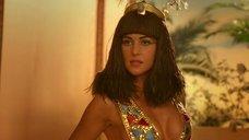 2. Соблазнительная Моника Беллуччи – Астерикс и Обеликс: Миссия «Клеопатра»