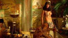 7. Соблазнительная Моника Беллуччи – Астерикс и Обеликс: Миссия «Клеопатра»
