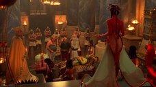 5. Царица Моника Беллуччи в соблазнительном наряде – Астерикс и Обеликс: Миссия «Клеопатра»