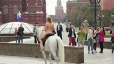 6. Александра Бортич голая на коне – Неуловимые: Бангкок