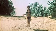 Ирина Алфёрова в купальнике на пляже