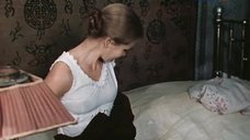Ирина Алфёрова засветила соски в ночнушке