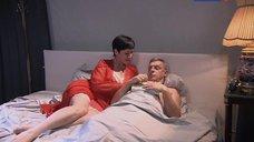 Анна Самохина в сексуальной пижаме